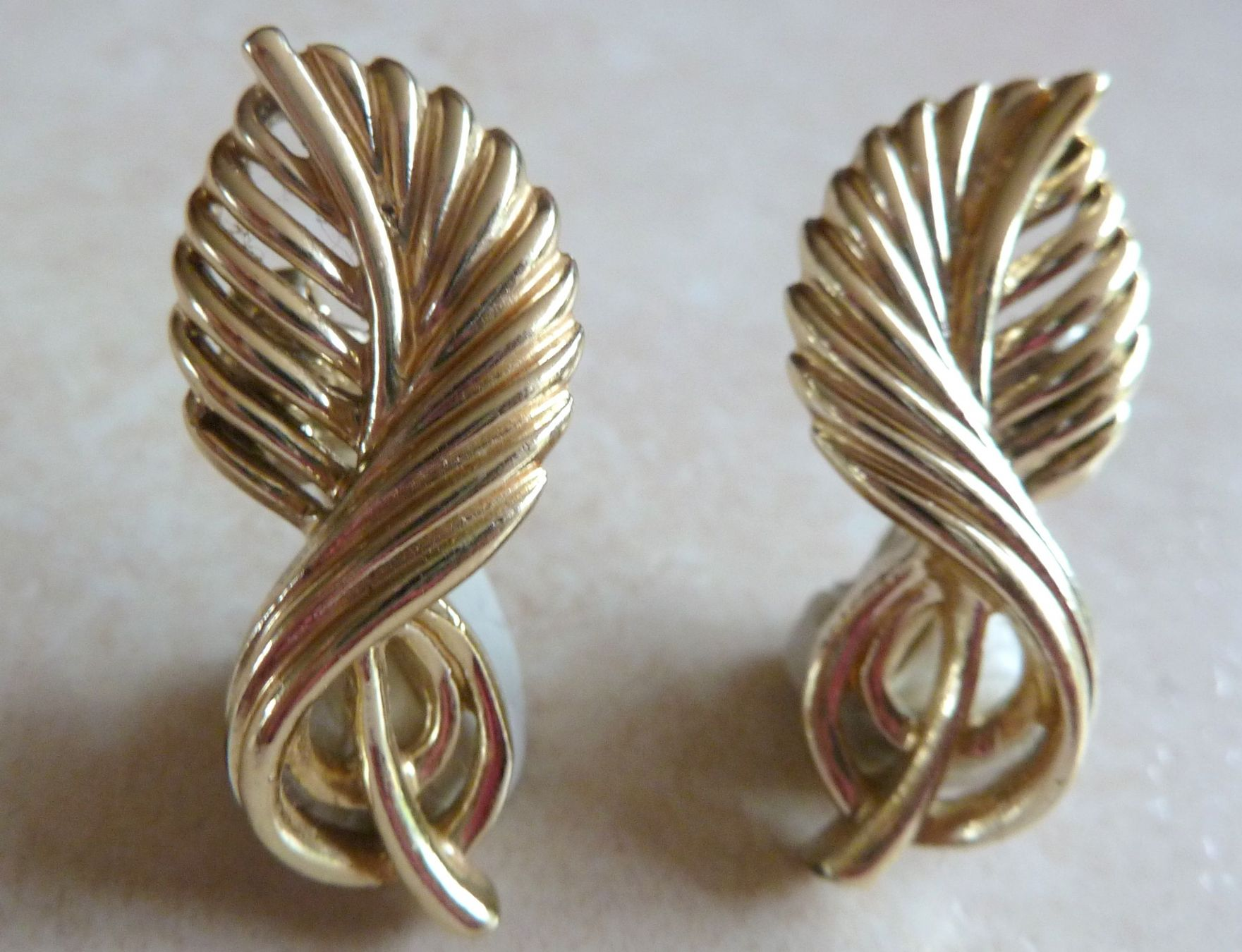 Vintage Gold Leaf Design 1960 S Jewelcraft Clip On Earrings